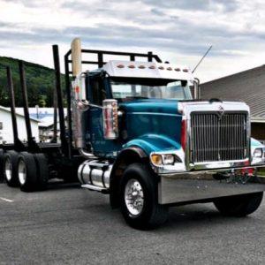 International Tri Axle Log Truck, 550 Caterpillar Engine